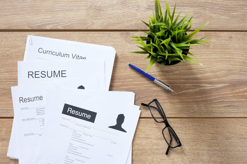 Don't Have a Recruiter? Here's How to Read a Resume Like You Do
